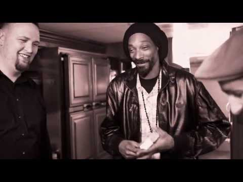 Snoop Lion performs with Walk off the Earth (Ashtrays and Heartbreaks)