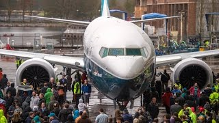 Boeing Debuts 737 MAX 9