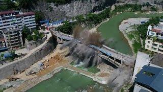 لحضة تدمير جسر صيني بعد 44 عاما من الخدمة |
