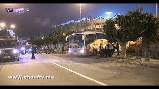 شوفو كيفاش استقبل الجمهور حافلة المنتخب المغربي مباشرة بعد الفوز على المنتخب الغيني |