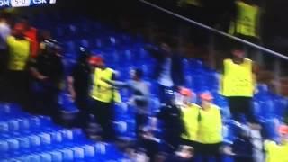 CSKA Moskou-supporters kunnen zich niet gedragen in stadion AS Roma...