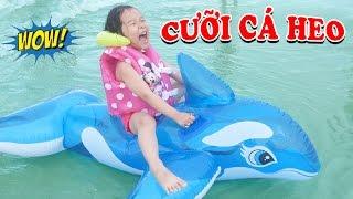 PHAO BƠI CÁ HEO KHỔNG LỒ 😍 Dâu tây cưỡi phao bơi cá heo tắm biển ♥ Dâu Tây Channel