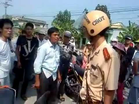 Phẫn nộ trước hành vi csgt đánh người