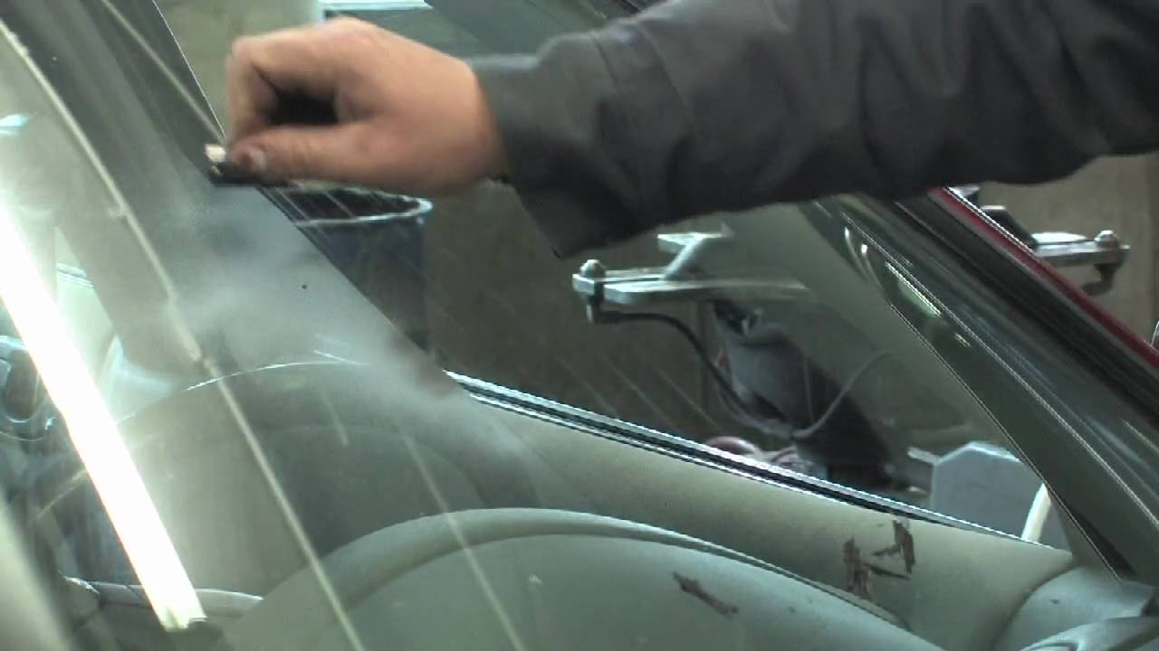 car maintenance how to remove paint from a windshield youtube. Black Bedroom Furniture Sets. Home Design Ideas