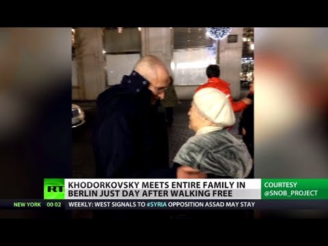Family Reunion: Pardoned Khodorkovsky meets parents, son in Berlin