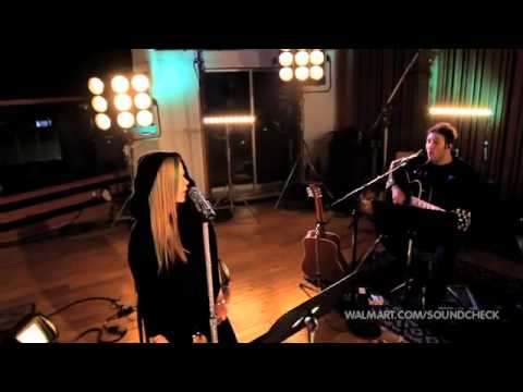 Avril Lavigne-Girlfriend ( Walmart Soundcheck 2011)
