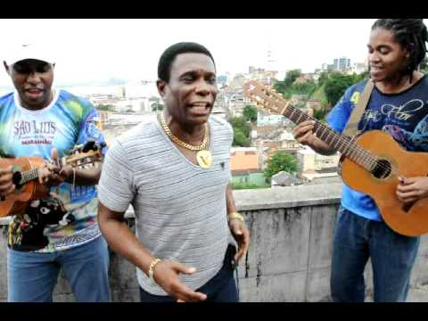 Neguinho canta o samba-enredo da Beija-Flor para o Carnaval de 2012