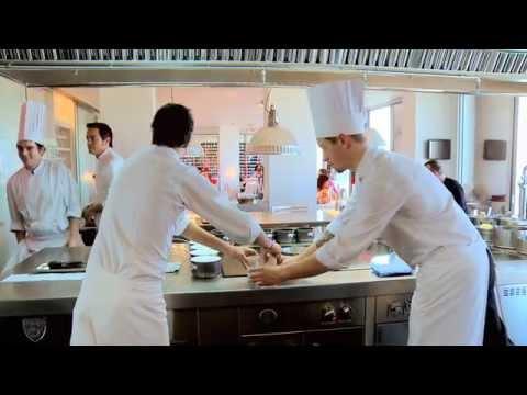 V deo documental del dos cielos y la cocina de los for Cocina hermanos torres