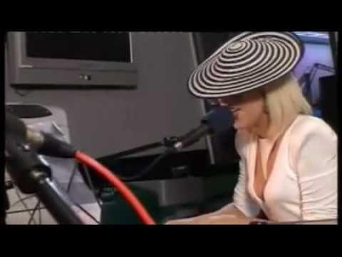 Смотреть клип Lady Gaga - Viva La Vida (live)
