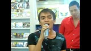 Alfredo Arquiza Filipino singer found at Oddesey at SM Mall Cebu sing The Prayer
