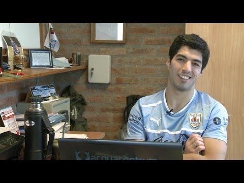 Barcelona anuncia contratação de Suárez