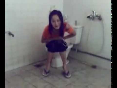 8x trong toilet