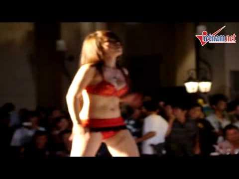 Nhảy sexy ở lễ hội ẩm thực Vũng Tàu
