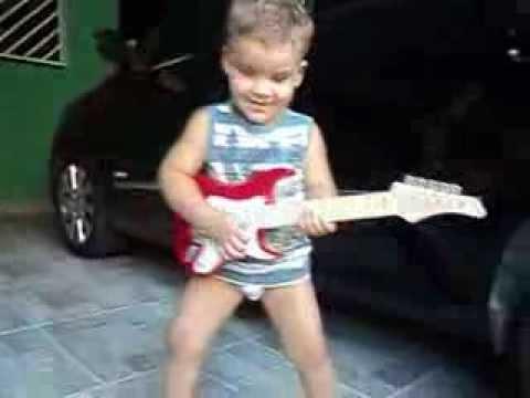 bebe de 2 anos cantando fui fiel gustavo lima