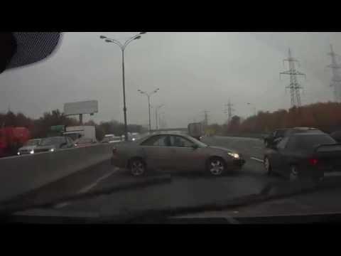 فيديو: حادث يشمل أربع سيارات لسبب تافه