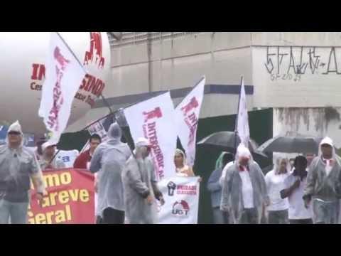 Centenas de trabalhadores paralisam a Baixada contra terceirização