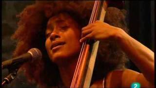 "Esperanza Spalding - ""Mela"" (part 2) (Live in San Sebastian july 23, 2009 - 4/9)"
