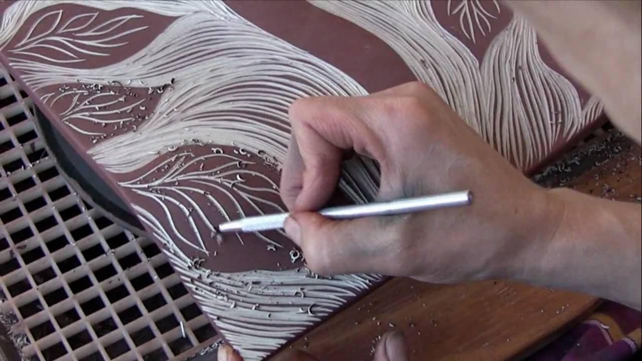 Carving curved clay hd youtube for Clay mural making