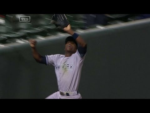 Soriano robs a homer with a marvelous catch