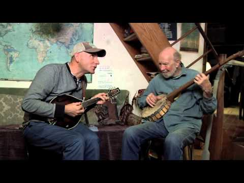 Peter Siegel of the Tinkers with Pete Seeger in Pete's living room