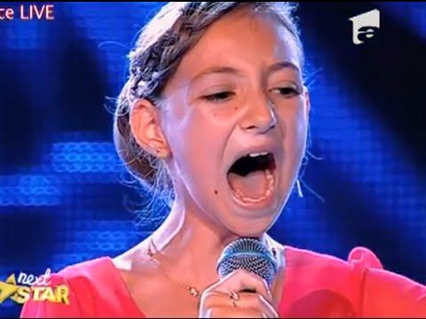A 12 ans, elle chante