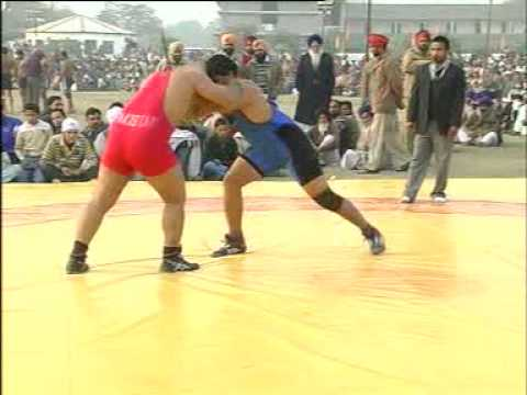 PAKISTANI WRESTLER USMAN PEHLAWAN BEAT INDIAN WRESTLER  IN HOSIYAR PUR.MPG