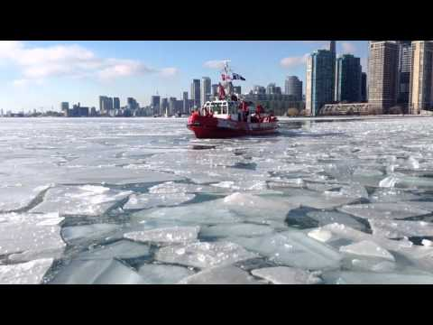 "Toronto Fire Services fire boat ""William Lyon MacKenzie"" br"
