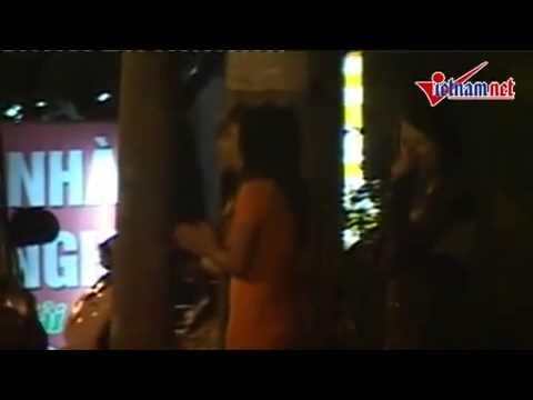 Cận cảnh cave mời khách trên đường Phạm Văn Đồng