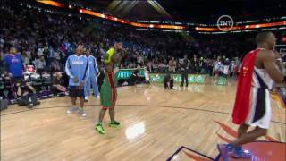 HD-NBA 09 Dunk Contest-Nate Robinson Dunks Over Dwight