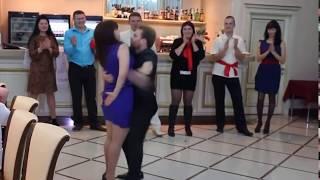 Bailes ridículos en una fiesta