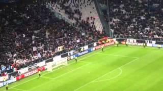 Juventus agli ottavi di Champions, la festa dei giocatori sotto la curva: il video