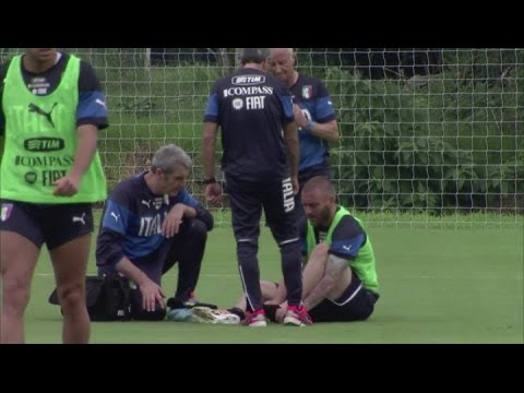 De Rossi injury scare for Italy during training