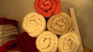 Doblar las toallas de baño