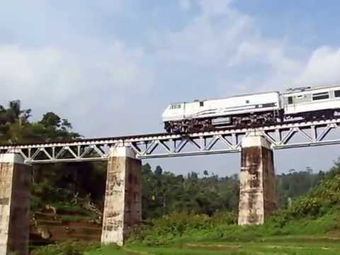 KA Argo Gede livery lama menikung di Jembatan Cimeta - Bandung