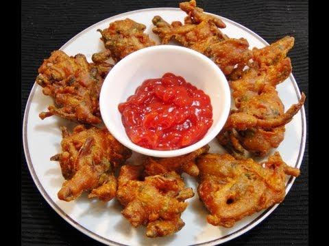 Kanda Bhaji / Onion Pakoda, Crispy Onion Fritters. For detail recipe please visit http://madhurasrecipe.com/index.php?p=1_297_Kanda-Bhaji