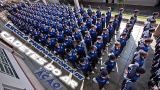 O FAB em Ação mostra o início da carreira de piloto militar. Além de concluírem o ensino médio, os jovens que estudam na Escola Preparatória de Cadetes do Ar (EPCAR) se preparam para entrar na Academia da Força Aérea.