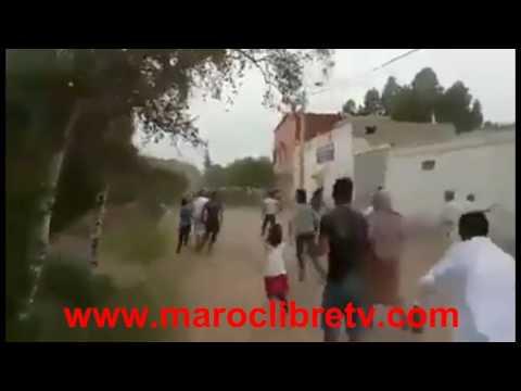 """مواطنون يرجمون رجال الأمن بالحجارة بنواحي قلعة السراغنة احتجاجا على توقيف إمام مسجد من طرف وزارة الأوقاف و الشؤون """" الله أعلم """""""