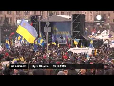 Thousands of Ukrainians continue protests against government