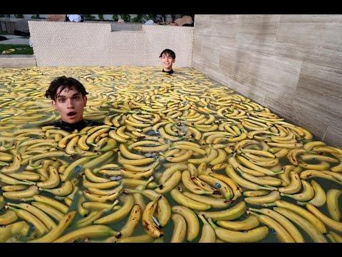 1000 BANANAS IN POOL