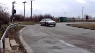 Дрифт на парковке БМВ E34 525i с двигателем M50B25