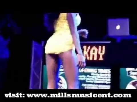 gurl danced and masturbate on stage