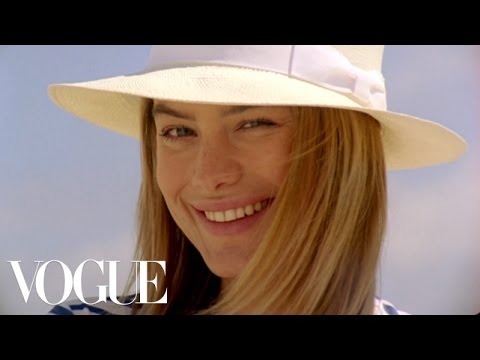 Best Beach Accesories with Suki Waterhouse, Alessandra Ambrosio, Lily Aldridge, and More - Vogue