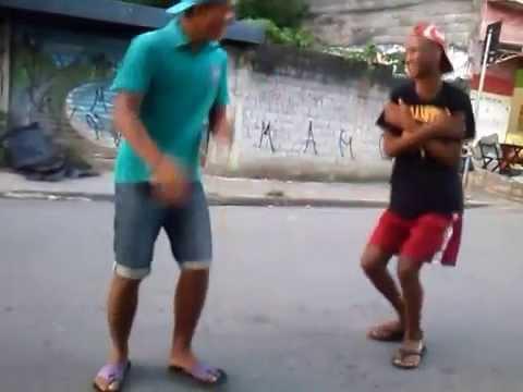 Mc Luan - Meninos Fazendo Passinho Do Romano  ( Video Clips ).