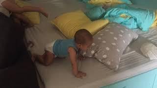 Đây Là Cách Mio Leo Xuống Giường Khi 9 Tháng I Gia Đình Lý Hải Minh Hà