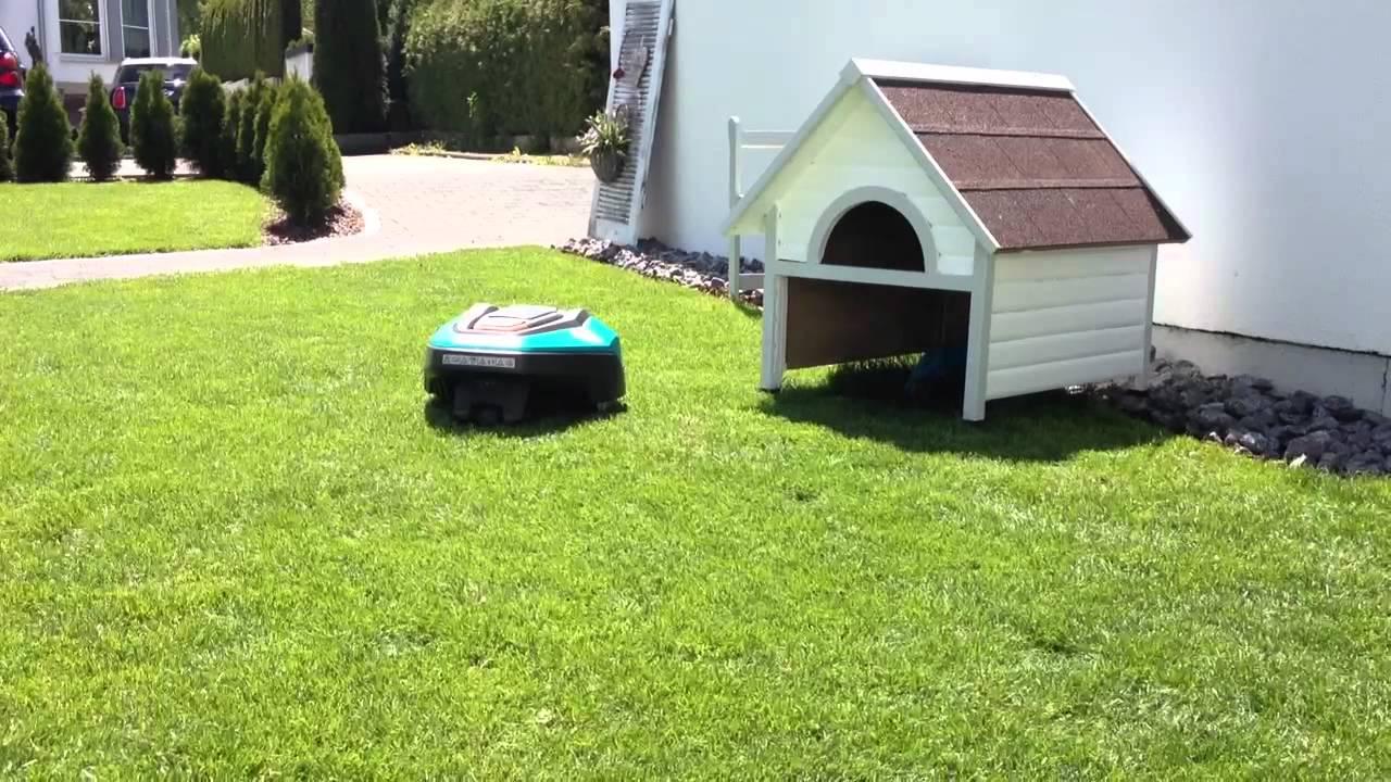 rasenm herroboter r40li parkt in garage youtube. Black Bedroom Furniture Sets. Home Design Ideas