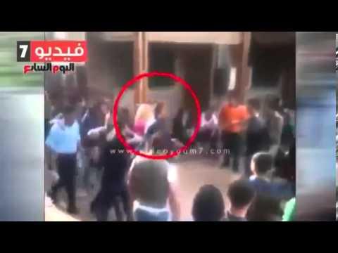 Clip nhóm sinh viên quấy rối cô gái, bắt cô gái cởi quần áo gây phẫn nộ