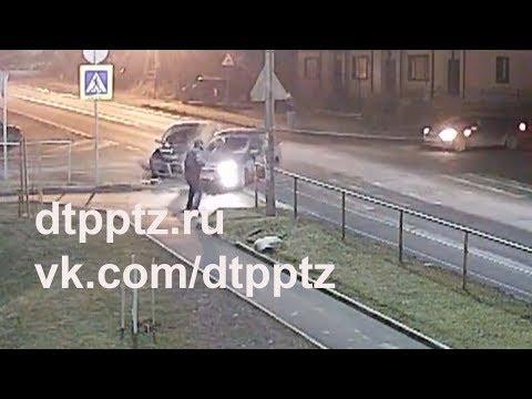 На Ватутина в лобовую столкнулись два автомобиля