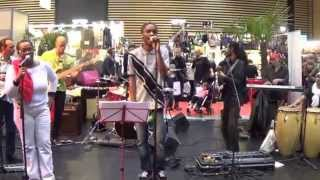 OSYBAY et ses musiciens, à la foire de lyon, en live