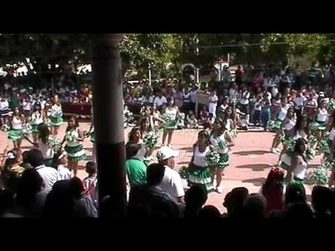 Guapas alumnas Tabla ritmica de corte mexicana en el deporte del desfile de zirandaro guerrero