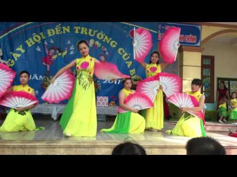 Múa Nét Việt - các cô giáo trường MN Đông Ngàn 1.